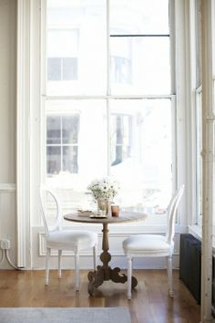 Tall ceiling, windows, lightfull simplicity