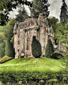 Castle Leod has been home to the Cromartie Mackenzies for over 500 years and is the seat of Clan Mackenzie. The castle was granted to John… Scotland Castles, Scottish Castles, Castle Ruins, Medieval Castle, Beautiful Castles, Beautiful Places, Scotland Travel, Abandoned Places, Vacation Spots