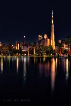 """""""Un pedacito de Oro""""  Dubai es la ciudad más poblada de los Emiratos Árabes Unidos. Se encuentra en la costa sureste del Golfo Pérsico y es uno de los siete emiratos que conforman el país. Abu Dhabi y Dubai son los únicos dos emiratos para tener poder de veto sobre los asuntos críticos de importancia nacional en la legislatura del país. La ciudad de Dubai está situado en la costa norte del emirato y dirige el Dubai-Sharjah-Ajman"""