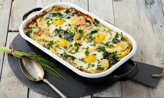 Kartoffel-Spinat-Auflauf Potato and spinach casserole Recipe: Potato gratin with spinach and cheese and fried egg – prepares well – One of delicious, tasty recipes by Dr. Spinach Gratin, Spinach Casserole, Casserole Dishes, Casserole Recipes, Spinach Bake, Healthy Snacks, Healthy Recipes, Ketogenic Diet Food List, Spinach And Cheese