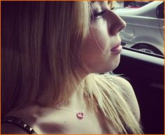 Jennette McCurdy loves her 21st birthday present, a heart necklace from Tiffany and Co!