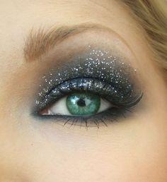 Comment maquiller les yeux bleus pour les fêtes #maquillage #yeuxbleus #paillettes