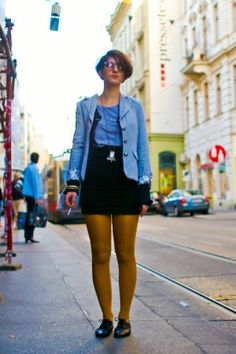 stilage_vienna_street_style_smoking_girl_tram_stop-300x450.jpg (300×450)