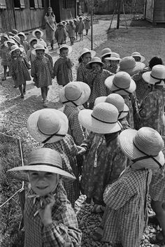 Werner Bischof ITALY. Rimini. 1947. Children with strawhats in the Asilo Italo-Svizzero