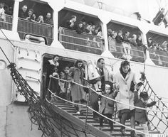 Dutch immigrants arrive in Australia in 1952