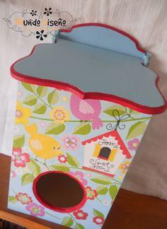 Porta Bolsa En Fibrofacil - Diferentes motivos, pintados, con decoupage y apliques. Todo barnizado Hermosos! Para colgar en la cocina o para ponerlo donde quieras y tengas las bolsas arregladas y no bolsas adentro de otras bolsas! #PortaBolsas #Cat #Gato #Colores #Pajaros