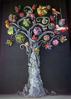 A Tree Grows in Scottsdale (tree made of recycled denim) Jean Crafts, Denim Crafts, Reduce Reuse Recycle, Diy Recycle, Denim Art, Denim Ideas, Old Jeans, Recycled Denim, Cool Artwork