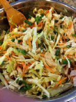 Asian Chicken Salad 2 cups cooked chicken, skin removed, cut into bite-sized pieces 4 cups cabbage, shredded 1 cup mushrooms, sliced 1 cup carrots, grated 2 tablespoons cilantro, chopped 1 cucumber, thinly sliced 3 green onions, thinly sliced 1 mandarin orange or tangerine, divided into sections 1/2 cup nonfat Asian or Oriental-style salad dressing black pepper (SparkPeople) (SHRED)
