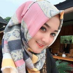 jgn lupa like dan comment d fto ini yah... #hijaber #hijabiscantik #bidadaritakbersayap  #cewekhijab #jilbab #hijab #hijabi #selebgram #cantik #gadisindonesia #hijabers #makeup #ootd #hotd #pose #selfie #endorse #indonesiangirl #cewekmanis #komunitashijaber @hijabispost  @hijabiscantik11  @hijabiscantik2 @hijabibestshot