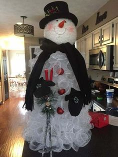 Snowman christmas tree ideas tomato cages 49 New Ideas Snowman christmas tree ideas tomato cages 49 New Ideas Diy Christmas Tree, Christmas Tree Toppers, Outdoor Christmas, Christmas Snowman, Christmas Projects, Christmas Holidays, Christmas Wreaths, Christmas Ornaments, Tomatoe Cage Christmas Tree