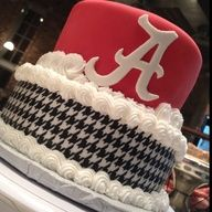 Alabama crimson tide red, black and white wedding/party cake with a white script A and houndstooth! Alabama Birthday Cakes, Alabama Grooms Cake, Alabama Cakes, 4th Birthday, Roll Tide Alabama, Alabama Crimson, Crimson Tide, Fancy Cakes, Cute Cakes