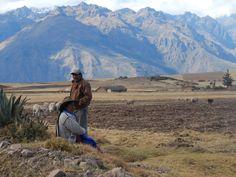 Perúvian couple via @baptisteviry #roadtrip #adventure #landscape