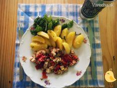 Vegánsky nedeľný obed - recept   Varecha.sk Tofu, Ale, Veggies, Chicken, Meat, Red Peppers, Vegetable Recipes, Ale Beer, Vegetables
