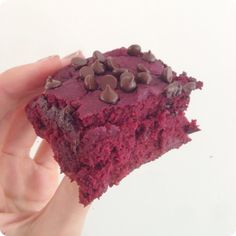 Healthy Red Velvet Brownies... NO food coloring! http://chocolatecoveredkatie.com/2014/05/09/red-velvet-brownies/