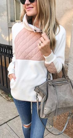 ootd   sweatshirt + bag + rips