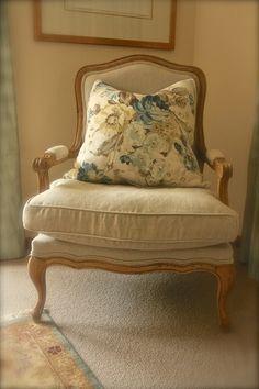 pretty bedroom chair Pretty Bedroom, Bedroom Chair, Wingback Chair, Garden Design, Accent Chairs, Wallpaper, Interior, Furniture, Home Decor