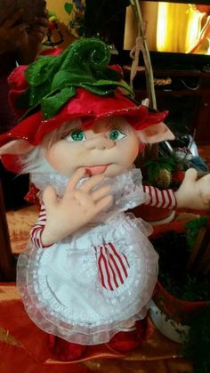 Nely Fernandez's media content and analytics Christmas Sewing, Christmas Elf, Vintage Christmas, Christmas Crafts, Diy And Crafts, Crafts For Kids, Holiday Ornaments, Holiday Decor, Elves And Fairies