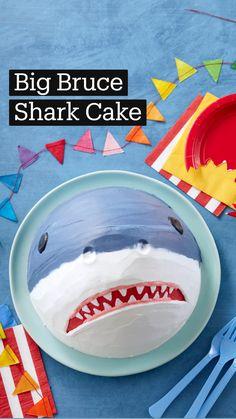 Cake Decorating Frosting, Cake Decorating Tutorials, Cookie Decorating, Decorating Cakes, Cake Icing, Eat Cake, Shark Birthday Cakes, Shark Cake, Cake Shapes