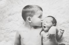 newborn + big sibling pictures are some of my favorites. This is just too cute!
