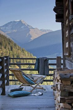 Sit on a chalet balcony in front of snowy mountains tops and cuddle Emily Peaceful Places, Beautiful Places, Location Chalet, Vida Natural, Jolie Photo, Cabins In The Woods, Cabana, The Great Outdoors, Outdoor Living