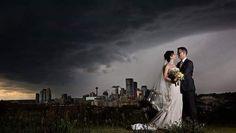Koppeltje drijfnat door hagelstorm minuut na deze imposante trouwfoto - HLN.be