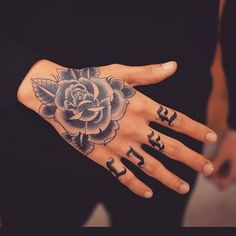 Spectacular hand tattoos (the most effective images! Knuckle Tattoos, Finger Tattoos, Body Art Tattoos, Tribal Tattoos, Small Tattoos, Sleeve Tattoos, Cool Tattoos, Tattoo Rosa Na Mao, Tattoo Main
