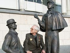 Unveiled back in 2007, the statues resemble the two actors who played the detective and his sidekick on Soviet screen in the 1980s – Vasily Livanov and Vitaly Solomin. Livanov's performance as Holmes is widely considered iconic; the actor was even decorated with the Order of the British Empire.  http://rt.com/files/news/prime-time/britain-moscow-holmes-watson/monument-holmes-sherlock-livanov-278.jpg