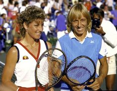 Chris Evert/Martina Navrátilova vann 1976 damdubbeln över Billie Jean King/Betty Stöve 6-1, 3-6, 7-5.
