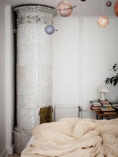 Ideas and inspiration Living Room Scandinavian, Scandinavian Home Interiors, Eclectic Living Room, Scandinavian Design, Nordic Home, Interior Decorating, Interior Design, Empty Wall, Room Decor