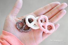 w-anderinq: the-diamondlife: neapolitan pretzels omg yum your uploads are gorgeous :O