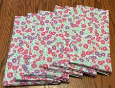 Cloth Dinner Napkins - Pink and Purple Daisies - Set of 6 - Handmade - Eco Friendly Purple Daisy, Blue Yellow, Toothbrush And Toothpaste Holder, Picnic Blanket, Outdoor Blanket, Cloth Dinner Napkins, Bridal Shower Tables, Travel Tote, Table Toppers