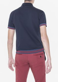 Polo shirt in plain piqué cotton with ribbed collar and classic three-button closure. Ribbed trim detailing on sleeve ends and hemline and stripe pattern in a contrasting colour. Logo plaque attached to garment back.