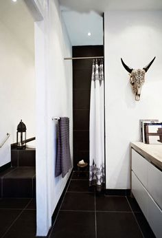 Bathroom decorating ideas and chic shower curtain inspiration at @stylecaster | @designtraveller's navy and white pattern