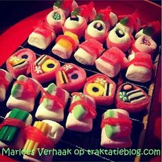 Look at this amazing candy sushi! Candy Sushi, Dessert Sushi, My Sushi, Sushi Party, Candy Bouquet, Birthday Treats, Cooking With Kids, High Tea, Food Art