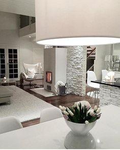 Amei... Amei... Branco total!! Inspiração✔️#arquiteturadeinteriores #arquitetura #archdecor #archdesign #archlovers #interiores #instahome #instadecor #instadesign #design #detalhes #produção #decoreseuestilo #decor #decorando #decordesign #luxury #decorlovers #decoração #homestyle #homedecor #homedesign #decorhome #home #revestimento #allwhite #living #saladeestar #referencia