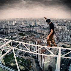 25 fotografias proibidas para quem tem medo de altura - Se você tem medo de altura, prepare-se para o frio na barriga. Veja as fotografias do ucraniano Mustang Wanted se pendurando em prédios, pontes e antenas.