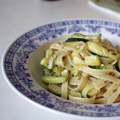 Nudeln mit Zucchini und Knoblauch