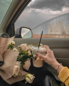 Cream Aesthetic, Aesthetic Coffee, Classy Aesthetic, Brown Aesthetic, Flower Aesthetic, Aesthetic Girl, Insta Photo Ideas, Cute Wallpapers, Aesthetic Pictures