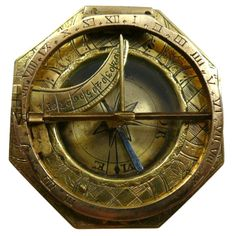 """Allemagne  XVIIIe  Horizontal octagonal sundial plate decorated with geometric motifs and the flowers.  Folding circle on which are engraved the hours.  The back of the compass are engraved the latitude of several cities and the manufacturer's name """"L.Gäfe in Augsburg."""""""