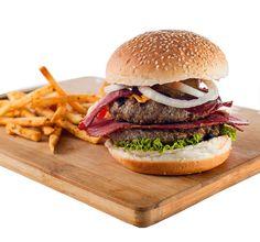 Herkül Burger: 240 veya 360 gr Özel Wanted Burger Köftesi, Dana Bacon, Pastırma, Eritilmiş Cheddar, Taze Yeşillik, Turşu, Soğan, Barbekü Sos ve yanında baharatlı patates kızartması