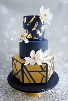We have a color crush on navy & gold...Cake by Jessica Ting of Miss Short Cakes