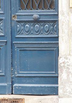 blue door in versailles (RL Photography)