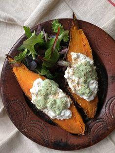 YUMMY :-)    Patates douces rôties au cottage cheese et sauce tahiné aux herbes