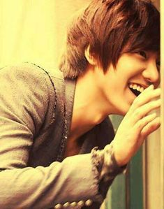 Lee Minho. I love it when he smiles! Most of his characters are so serious...so it's nice to see him so happy!