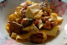 Pappardelle funghi e salsiccia #home #food #recipe #lunch #lunchtime #pappardelle #sausage #eggpasta #mushrooms #italian
