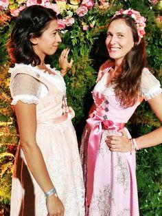 Diana und Stephanie von Stylight kamen in Traumdirndln des jungen Dirndl Couture Labels Alpenprinzessin.