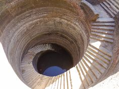 Journalist Spends Four Years Documenting India's Crumbling Subterranean Stepwells Before They Disappear - My Modern Met