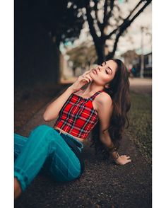 Cute Poses For Pictures, Girl Senior Pictures, Portrait Photography Poses, Photography Poses Women, Girl Photo Poses, Girl Poses, Stylish Photo Pose, Girl Fashion Style, Fashion Poses