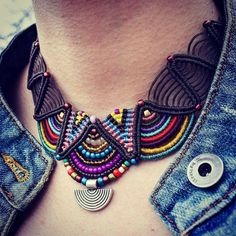 This Pin was discovered by Hul Collar Macrame, Macrame Colar, Macrame Bag, Macrame Necklace, Macrame Jewelry, Macrame Bracelets, Textile Jewelry, Fabric Jewelry, Jewellery