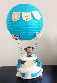 Thinking of a gift to bring for a baby elebrating Hot air Balloon birthday party? This hot air balloon diaper gift arrangement is just right!